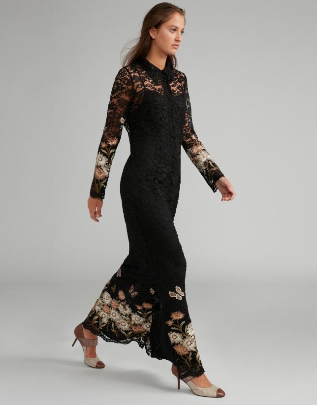Robe longue en dentelle de Chantilly noire