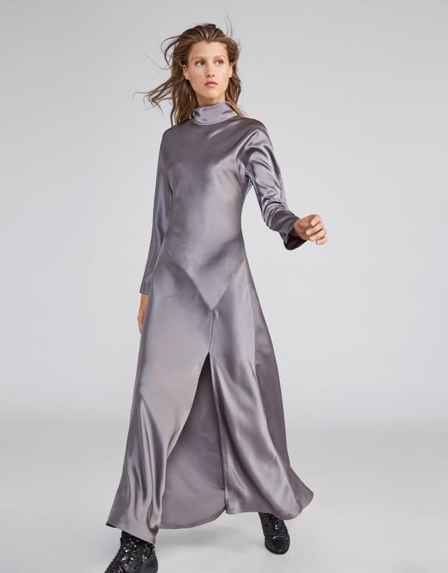 Vestido satén gris con abertura