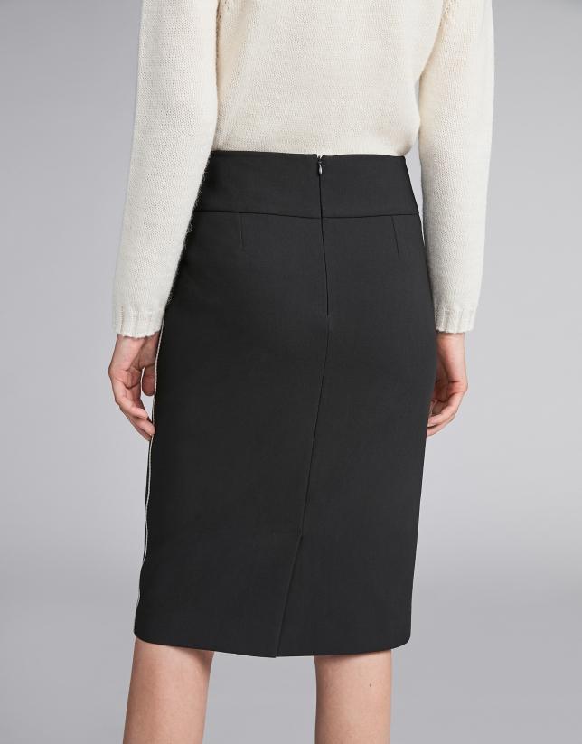 Falda lápiz negra con cinta a contraste