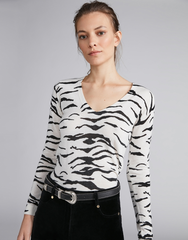 Silver knit top with zebra design