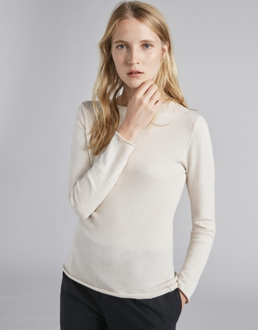 Ivory sweater with round neck