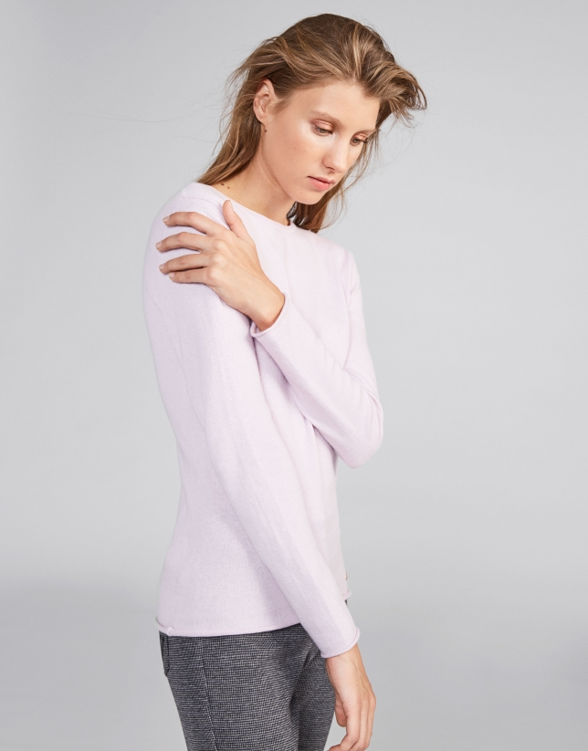 Pink sweater with round neck