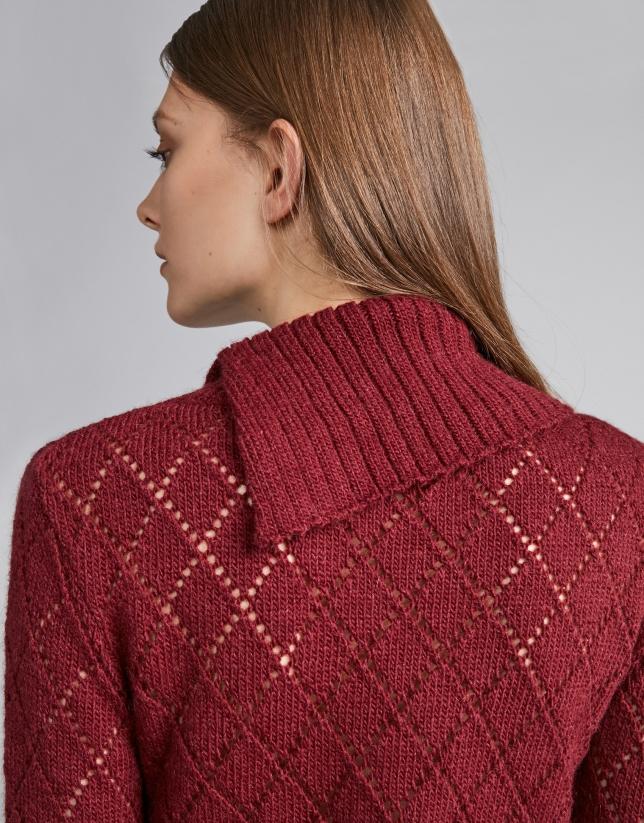 Jersey calado y cuello asimétrico escarlata