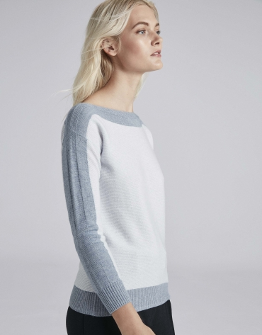 Light blue two-color sweater with round neckline