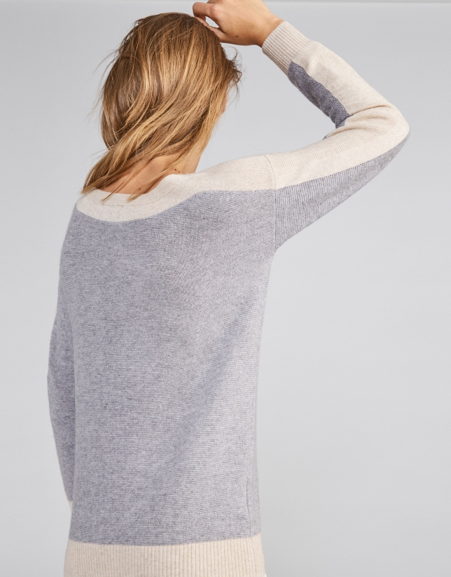 Silver two-color sweater with round neckline