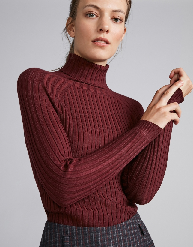 Burgundy ribbed sweater with turtle neck