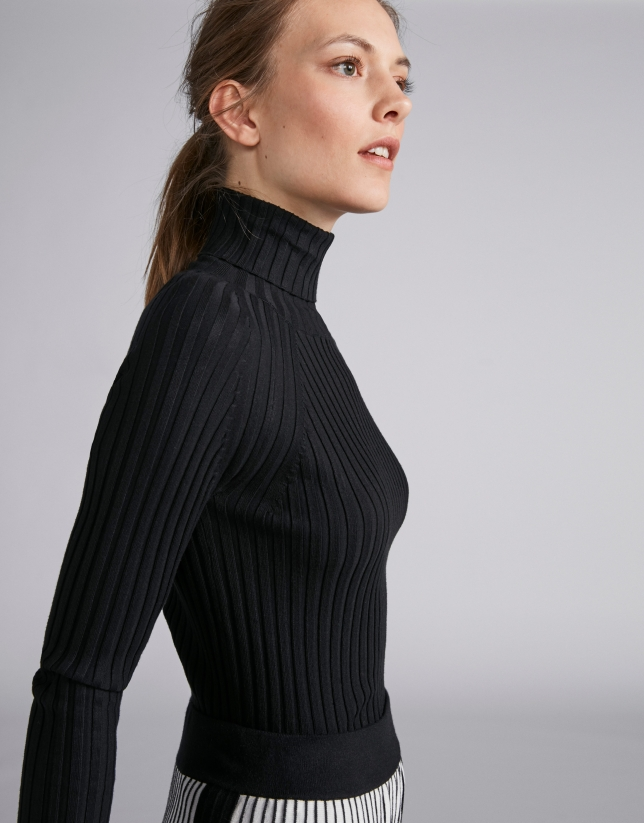 Black ribbed sweater with turtle neck