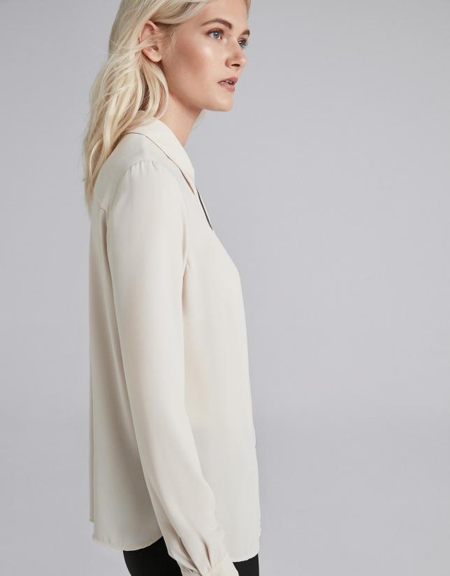 Camisa masculina plata con combinado en vistas