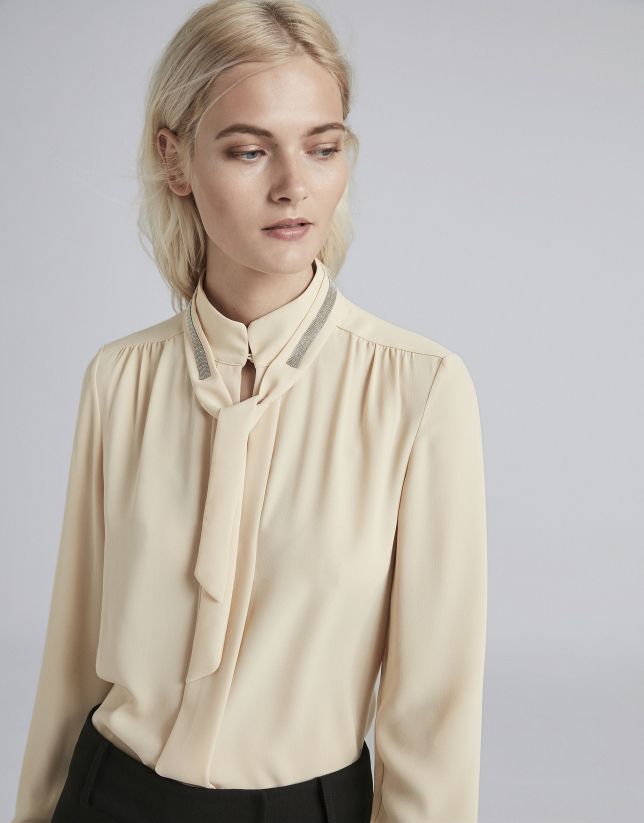Camisa cuello Mao marfil