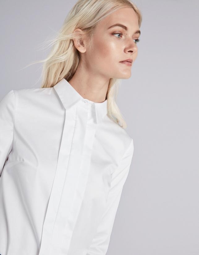 Camisa masculina blanca con gemelos