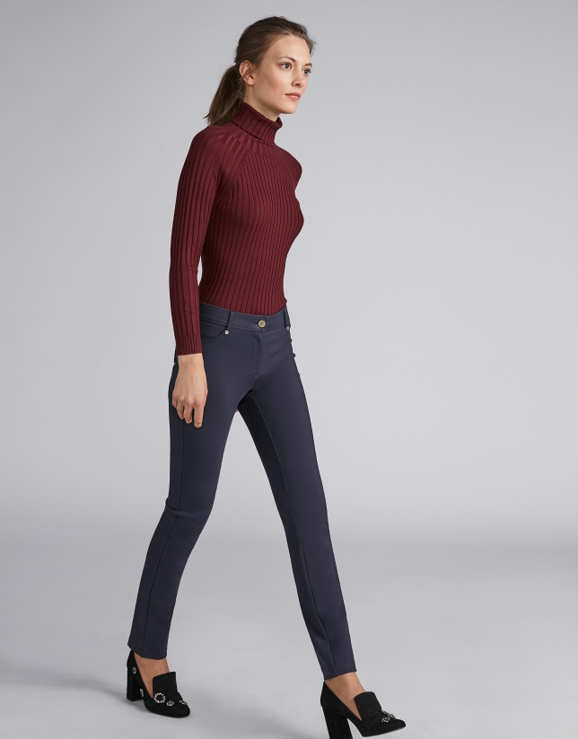 Navy blue pants with 5 pockets