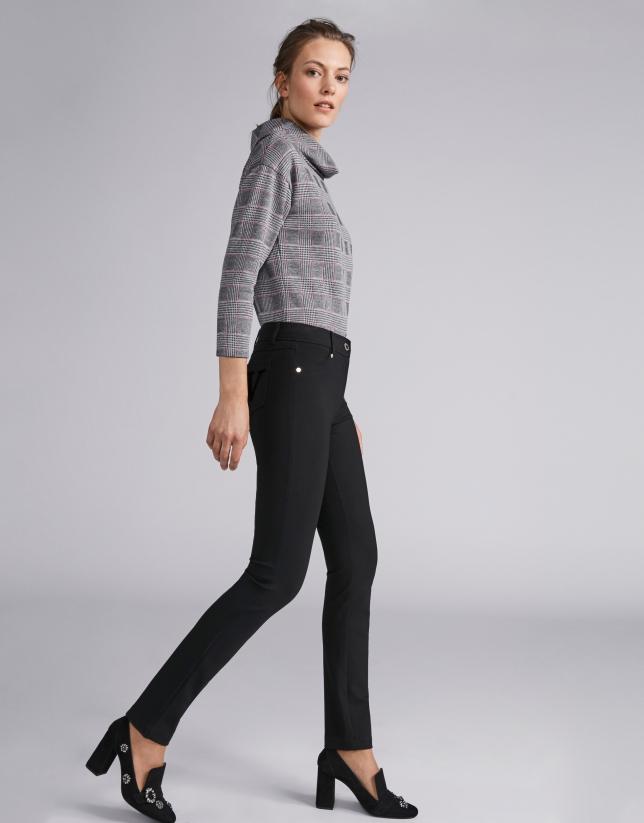 Pantalón cinco bolsillos pitillo negro