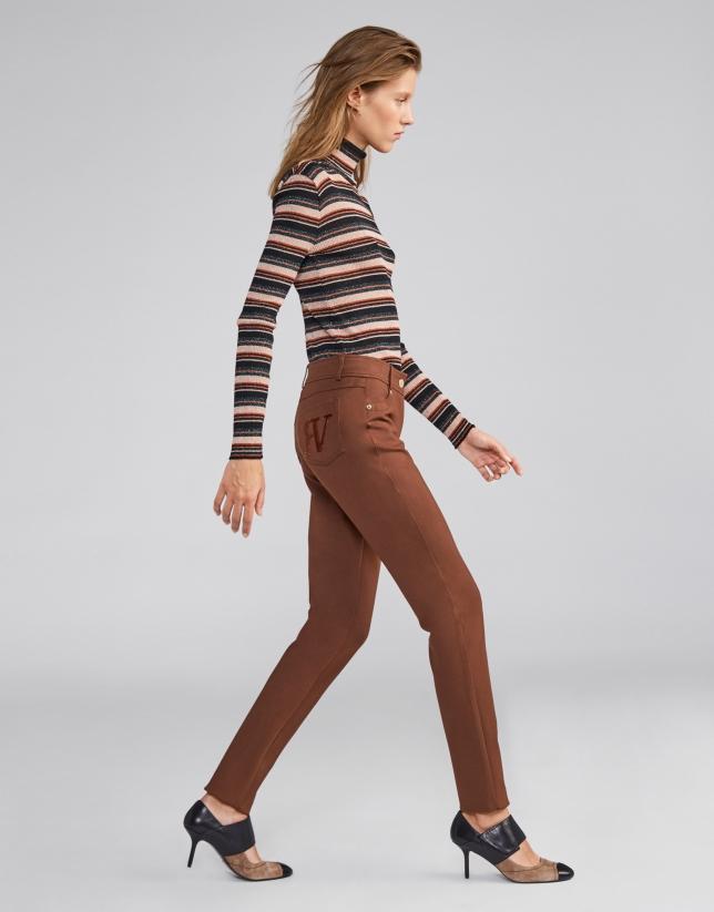Pantalon fuseau cinq poches brun noisette