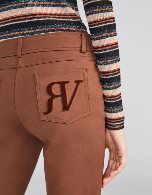 Pantalón cinco bolsillos pitillo marrón claro