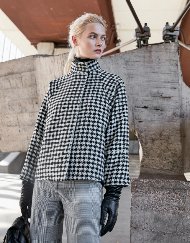 Houndstoohs black and white checked cape jacket