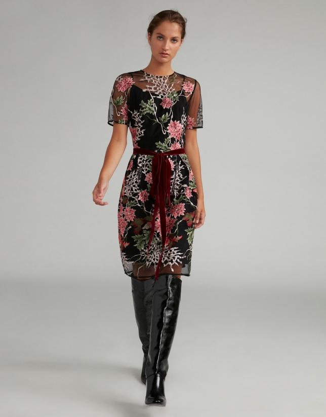 Robe midi noir brodé floral sur tulle