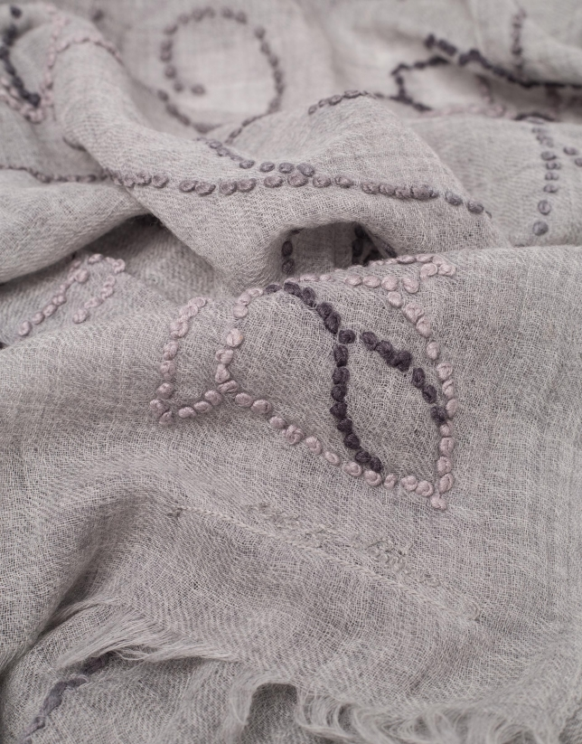 Pearl gray wool foulard with matching flowers