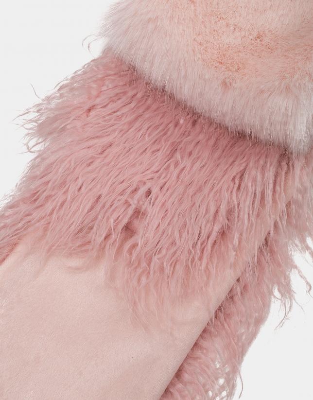 Pastel pink fur-effect scarf