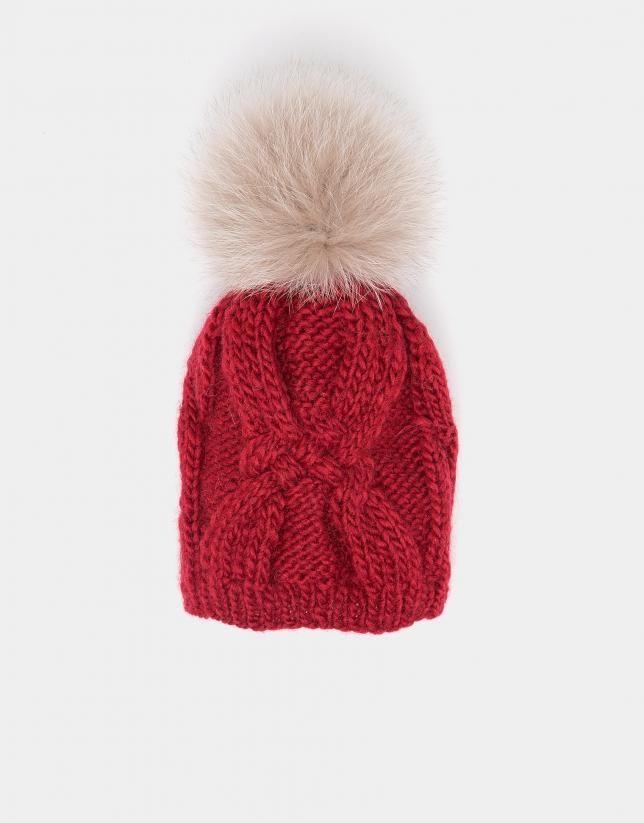 Bonnet en maille de laine rouge