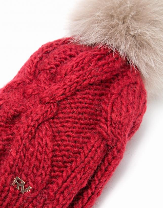 Gorro de punto de lana rojo