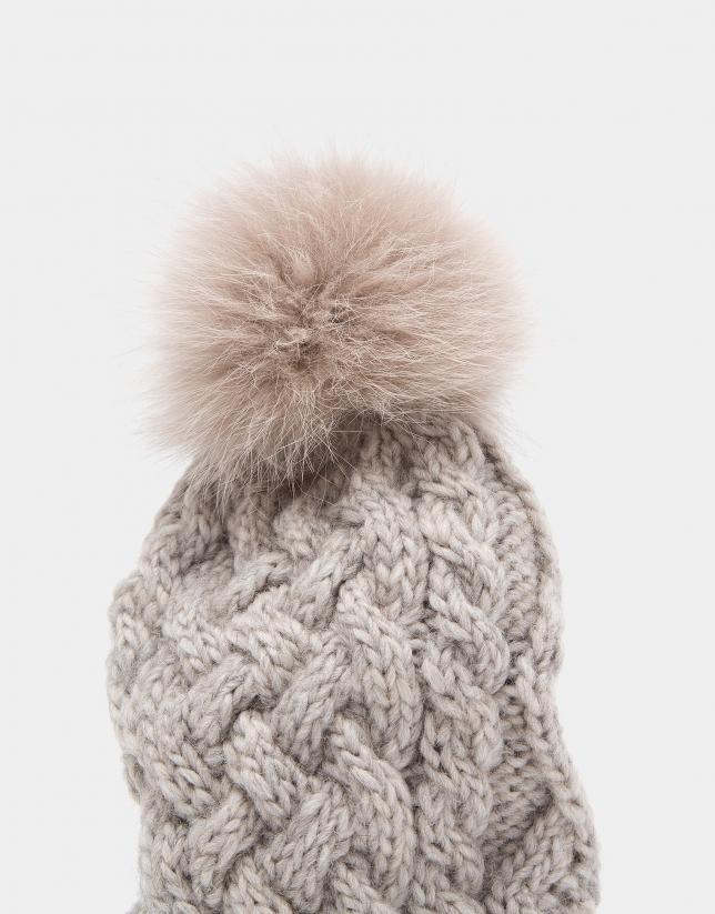 Gorro de punto de lana beige