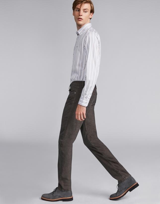 Pantalón cinco bolsillos color café