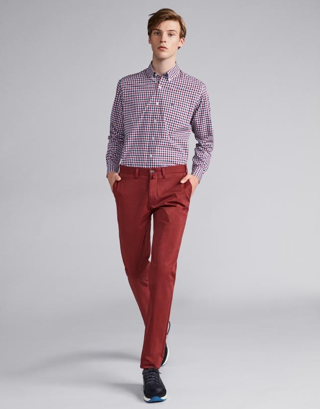 Pantalón chino algodón color granate