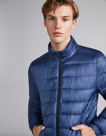 Blue tech ski jacket with details on zippers