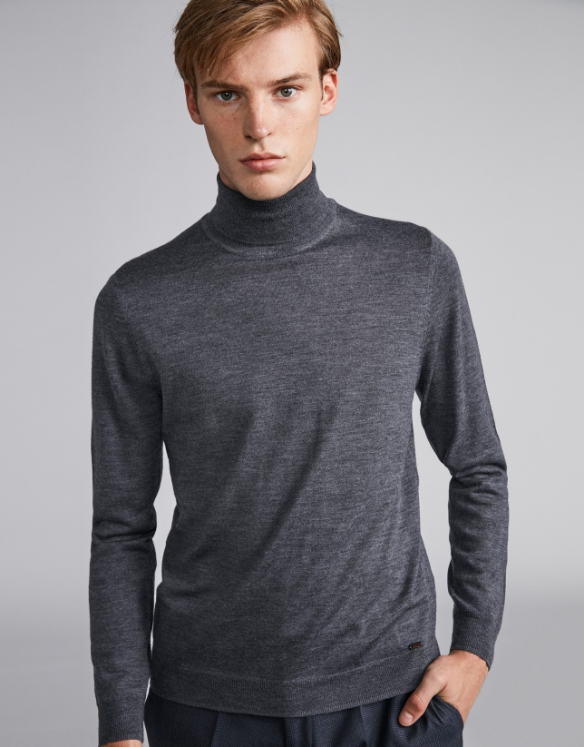 Gray sweater with crew neck