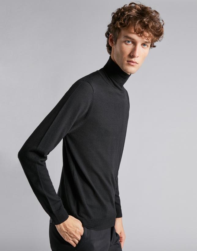 Black sweater with crew neck