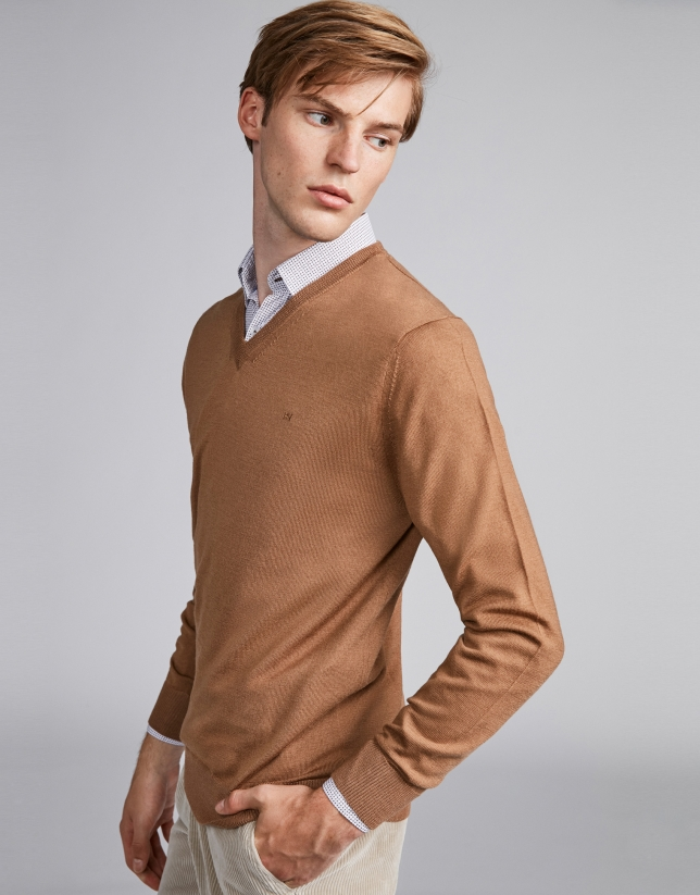 Cámel wool V-neck sweater