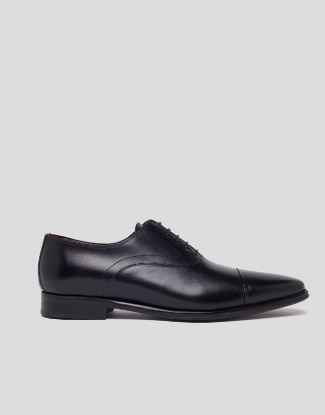 Black dress shoe