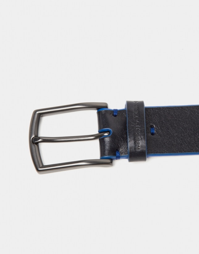 Cinturón liso negro con lujado azulón