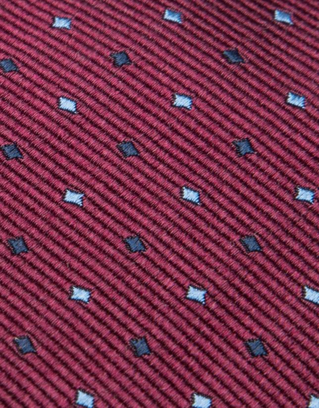 Corbata de seda granate y jacquard geométrico en tonos celeste/negro