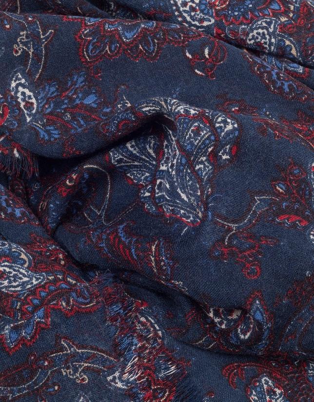 Fular estampado floral en tonos azules, rojo y blanco