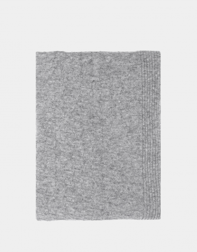 Bufanda de lana con estructura de cuadros en color gris claro