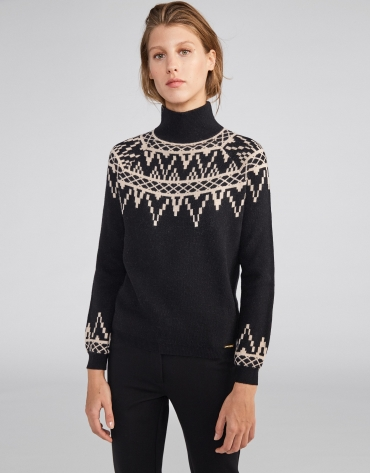 Black sweater with fretted print