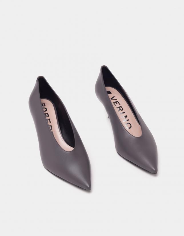 Zapato salón tacón bajo piel gris