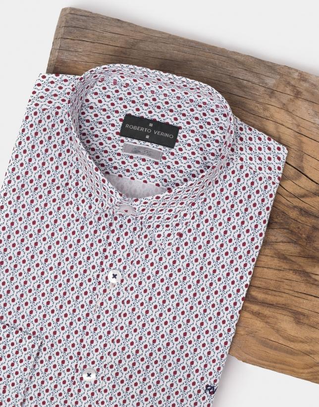 Chemise décontractée blanche à fleurs rouges