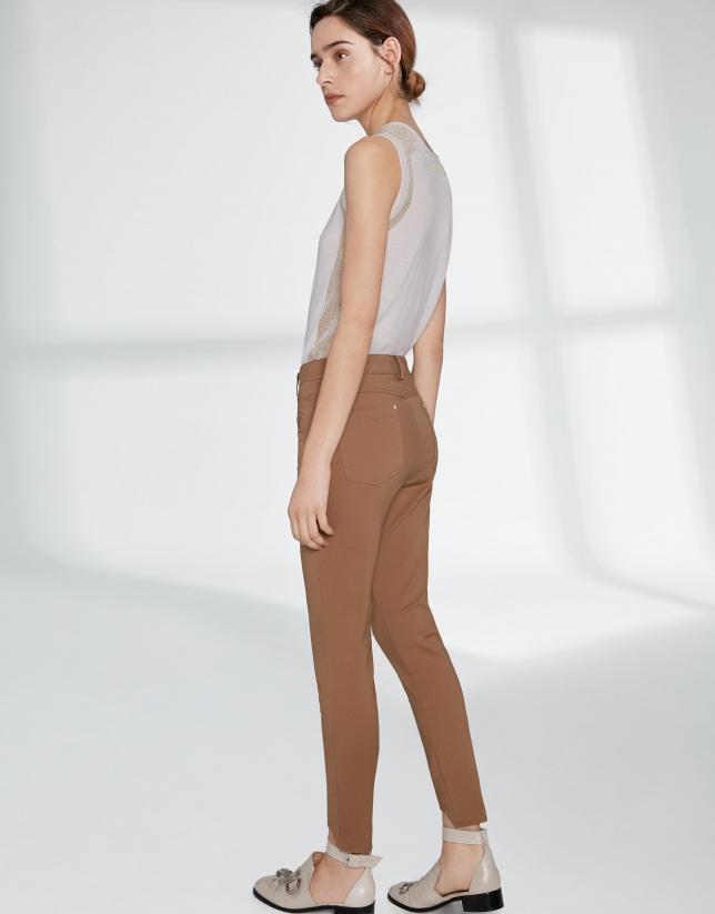 Pantalón pitillo visón bajo irregular