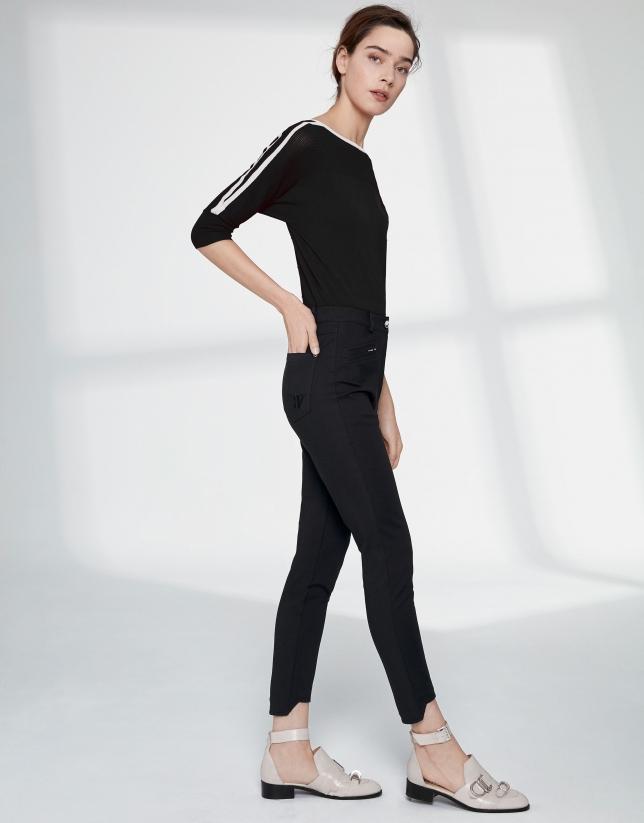 Pantalón pitillo negro bajo irregular