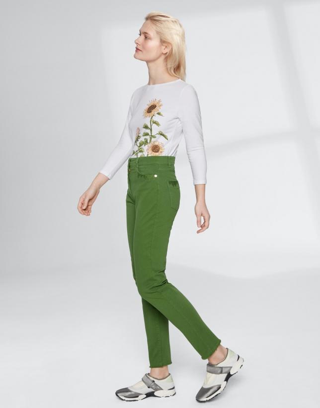 Pantalon couleur vert effrangé dans le bas