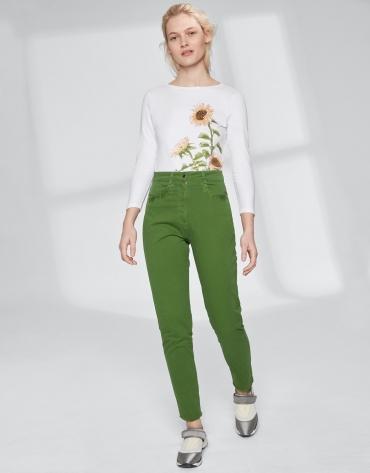 Pantalón verde bajo desflecado