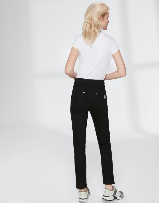 Pantalón pitillo negro bordado bolsillo
