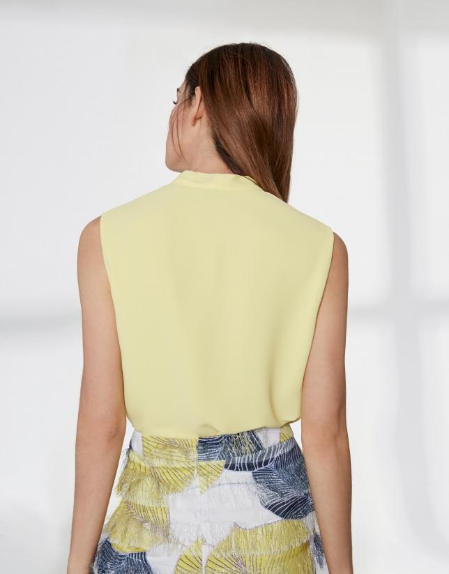Top jaune avec petit ruban