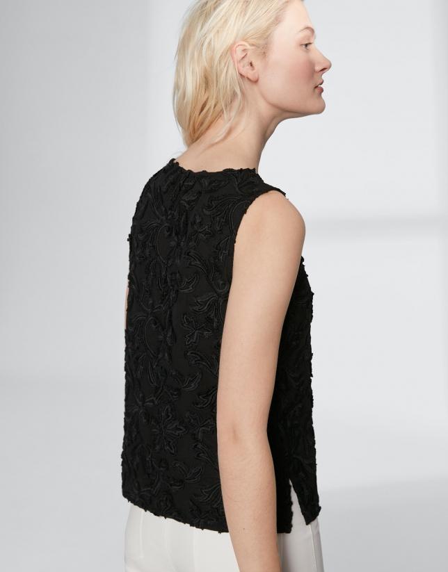 Top voile de algodón bordado negro