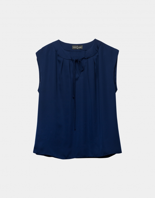 Top azul marino pliegues en escote