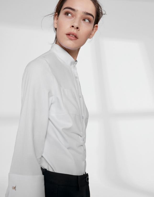 Camisa cuello Mao blanca con frunce