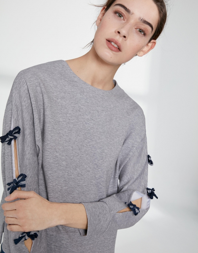 Gray sweatshirt with side slit