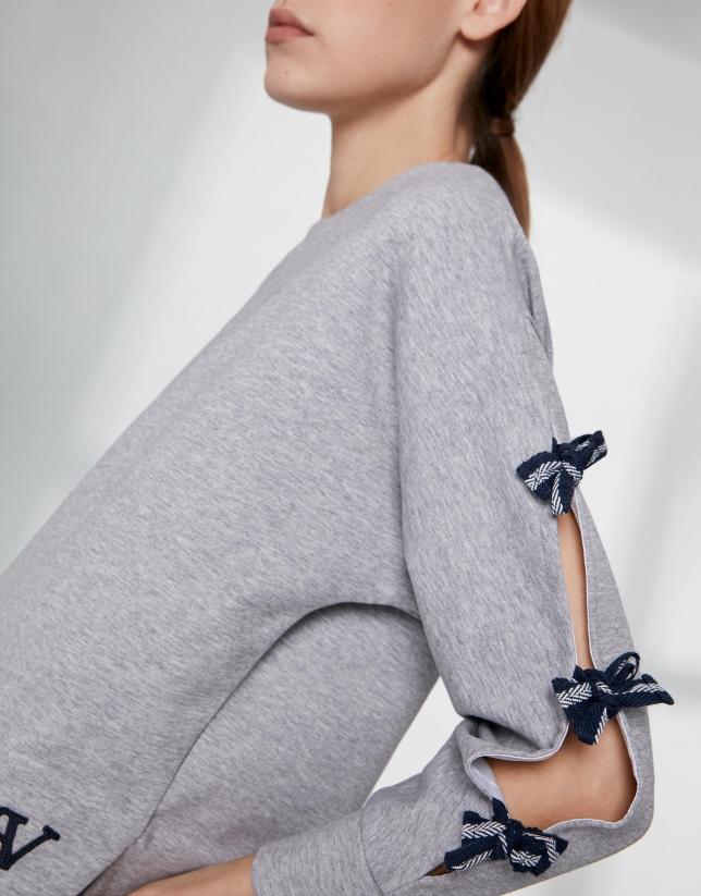 Sweat-shirt gris avec découpe latérale